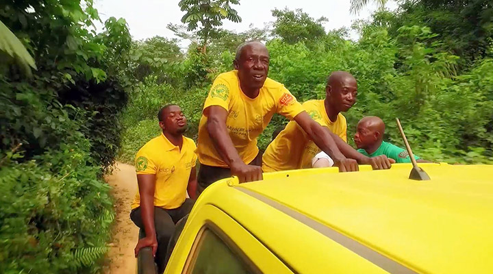 Cocoa farmers on the back of a car